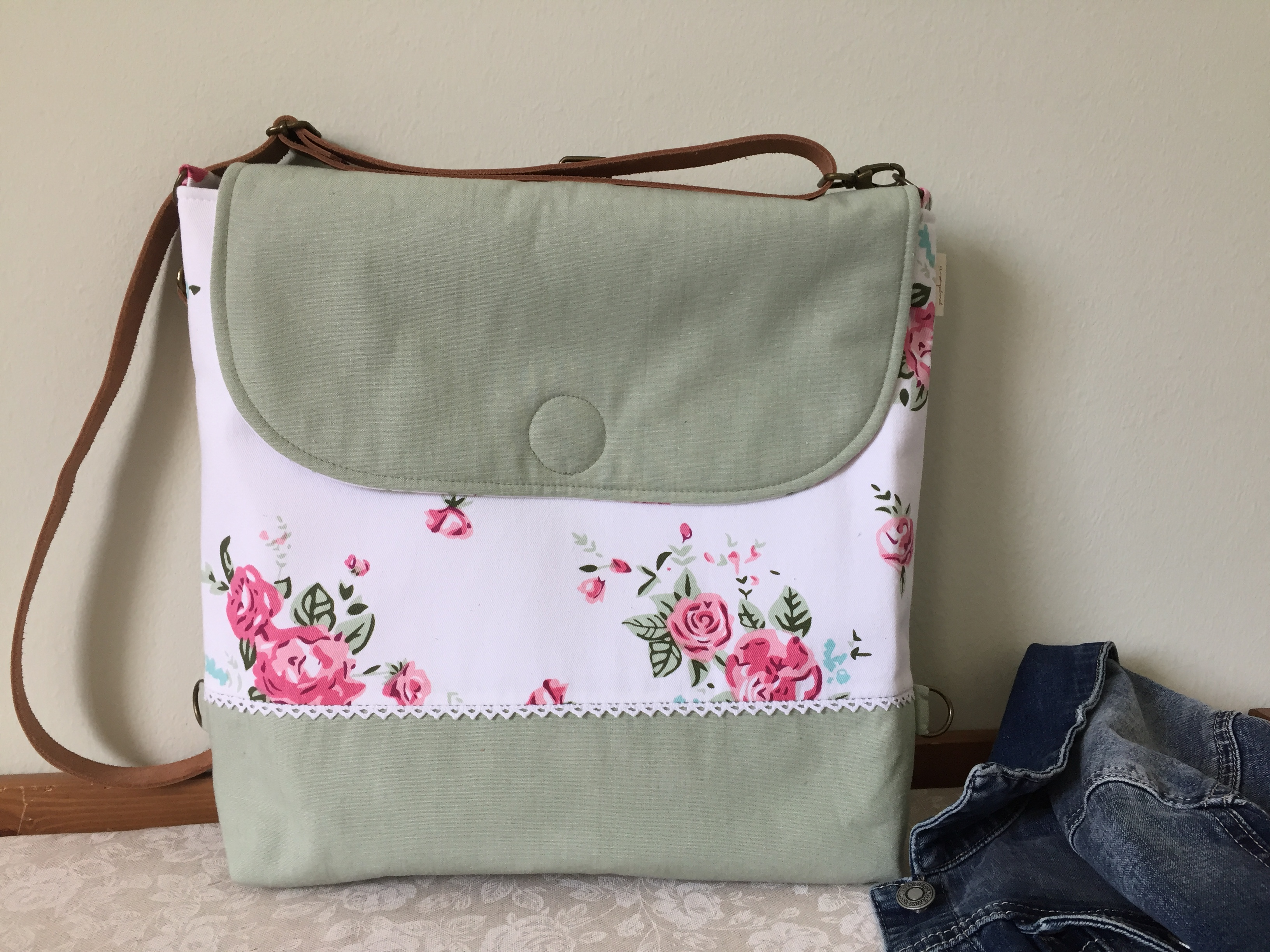 06a0ee1e6569 Fehér rózsás – 2in 1 táska – Papheni – Designer kézzel készített táskák